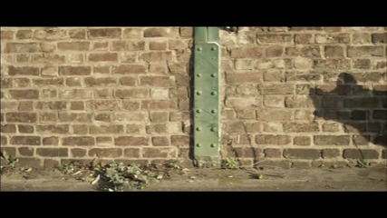 Skrillex - Bangarang feat. Sirah [ official Music Video ] който е направен много добре