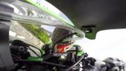 Момента, в който моториста Джеймс Хилиър успя спаси живота при скорост от 200 км / час