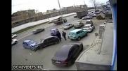 Луд шофьор навлиза в насрещното и се врязва в кола