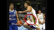 Забележете какво правят баскетболистите по време на мач