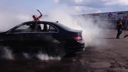 Красив бърнаут с Mercedes C63 Amg