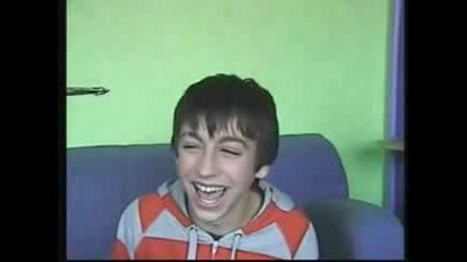 Момчето с Най-дразнещия смях (ужас)