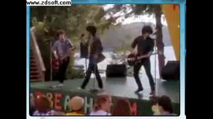 Jonas Brothers - Play My Music Off