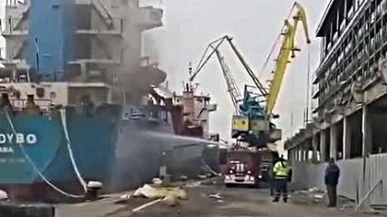Пожар в кораб на пристанището в Бургас 2