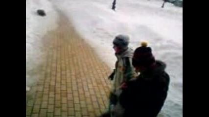 Пишлеме Скача По Глава В Снега!!!