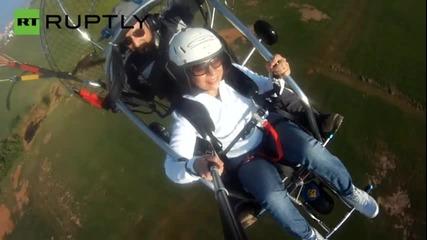 Прикован за инвалиден стол лети отново