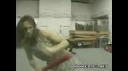 Не се ебавай с момиче което владее кунгфу