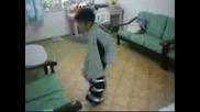 Момче Танцува На Hardstyle (яко)