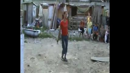 Ромски Травестит Танцува