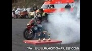 Yamaha_yzf_r1 with 2_f1_wheels - Burnout