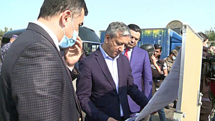 Azerbaijan: Govt. officials and military arrive in Barda after shelling