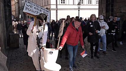 Czech Republic: Anti-COVID restrix protest hits Prague