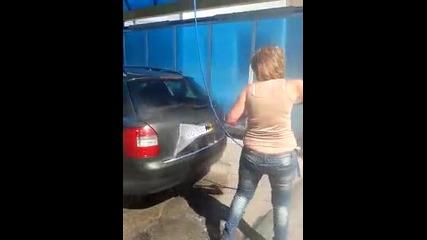 Блондинка мие кола...