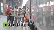 Унгария: Стотици бежанци се качиха на влак отпътуващ към Германия