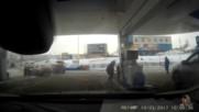 Жена на бензиностанция - смях