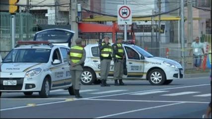 Полицията пази феновете на Холандия и Австралия