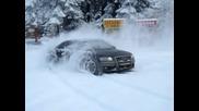 Audi S8 дрифт на сняг, quattro power