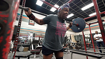 The incredible grandma! 78 y/o from Detroit sets 19 powerlifting world records