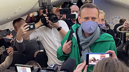 Germany: Navalny boards plane to Moscow at Berlin airport