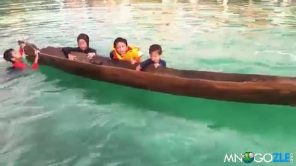 Момиченце спасява потънала лодка