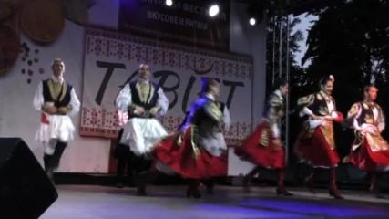 Концерт на Николина Чакърдъкова и Неврокопски танцов ансамбъл на Табиет феста в южния парк в София.