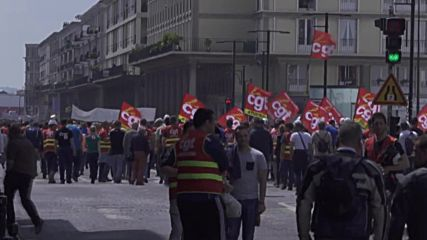 France: Dockers join anti-labour reform protests in Le Havre