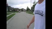 Човек прескача кола с един скок! Възхитително...