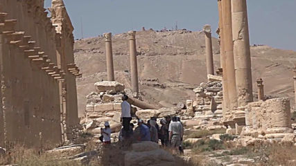 Syria: Foreign tourists visit Palmyra as govt shows area is safe