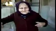 Тази баба мисли да става рапърка