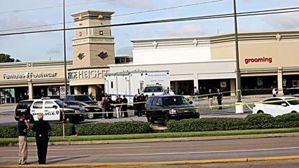 САЩ: Полицията подсигурява района около търговския център в Хюстън след стрелбата