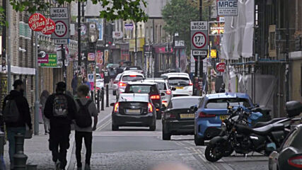 UK: London streets bustling with people as pubs, restaurants reopen