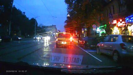 """От """"Моята новина"""": Как се пресича улица"""