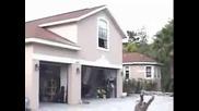 Chris Cole Прави Оли От Покрива На Къщата Си!