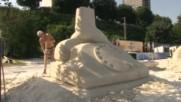 Пясъчни скулптури на световни изобретения по брега на Дунав
