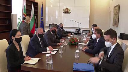 Янев потвърди пред еврокомисаря по разширяването българската позиция за Северна Македония