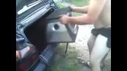 Руснак се опитва да вкара буфер в кола