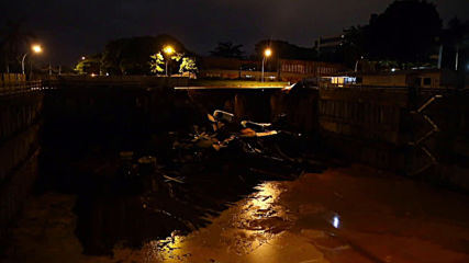 Brazil: Giant hole swallows cars after landslide in Brasilia