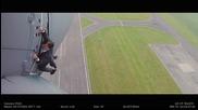 Том Круз наистина се държи от външната страна на летящ самолет