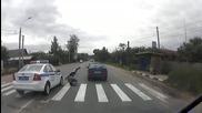 Патрулка блъска пешеходец на пешеходна пътека !
