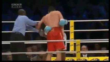 Klitchko защити титлата си срещу Peter. Нокаут 10 рунд
