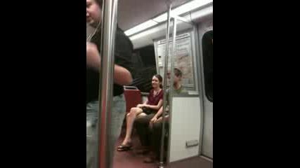 Танц в метрото.
