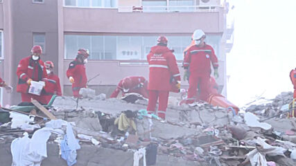 Turkey: 16 y/o survivor pulled from under rubble as rescue efforts underway in Izmir