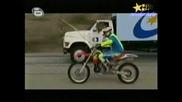 Рекорди На Гинес - Изумителен Скок С Мотор Върху Движещ Се Камион С Над 100 km/h!!! 22.06.2008
