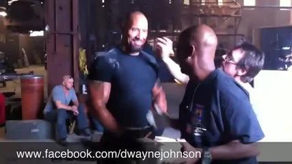 Dwayne Johnson се гаври гримьорите си