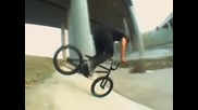 Ridebmx - How - To Footjam Tailwhip with Eddie Cleveland