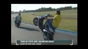 Valentino Rossi На Задна Гума Със Скутер