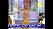 Didem Най - красивата и секси Кючекиня Bellydance show in Gold Турска Танцьорка