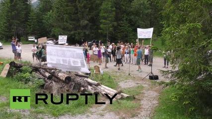 Austria: Activists protest