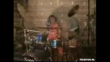 5 Годишен барабанист
