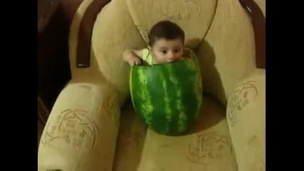 Бебе в Диня ( Смях ) !!!